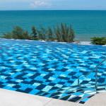 Mae Phimissä uima-altaastakin pitää olla merinäköala.