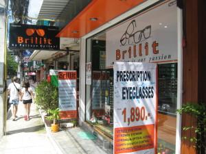 Brillit -optikkoliikkeen uusi myymälätila Kata Beachilla.