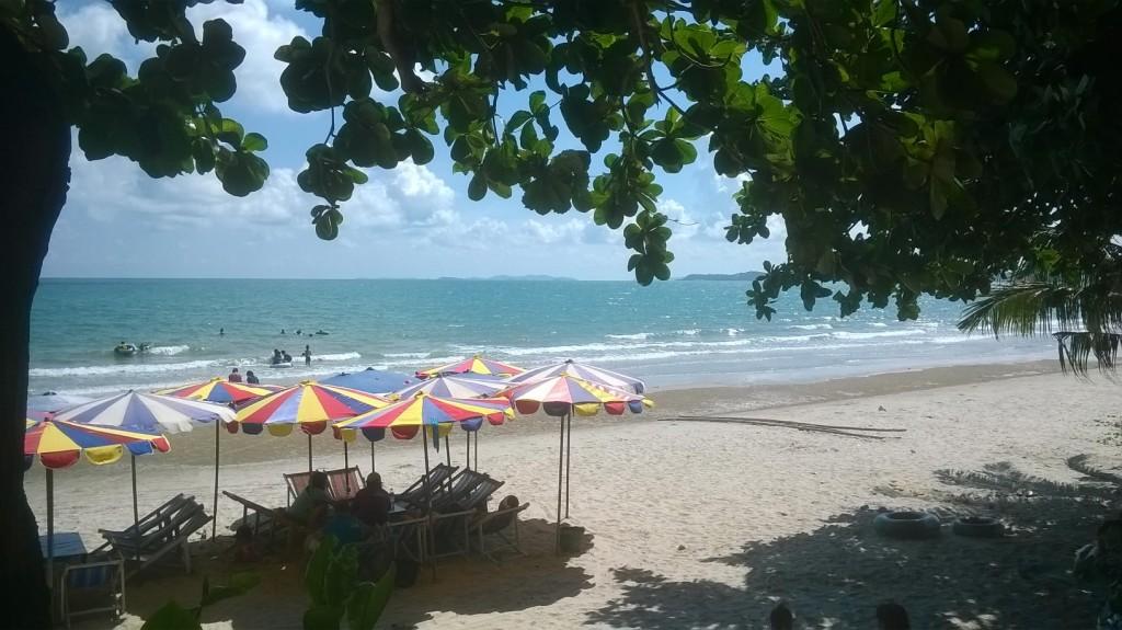 Tälläkään rannalla ei sitten ensi kuussa enää röyhytellä. Kuva Mae Phimistä.