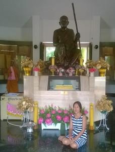 Temppeli itsessään ei ole suuren suuri, mutta sitä ympäröivä alue on.