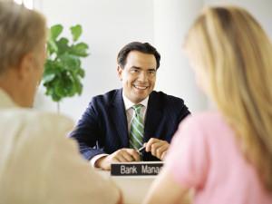 Ei pankinjohtajia pidä ujostella. Niiden duuni on auttaa sinua raha-asioidesi hoidossa.