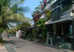 Ei mitään luksusta, mutta siistiä, viihtyisää ja edullista on tarjolla rannan ravitsemus- ja majoitusliikkeissä.