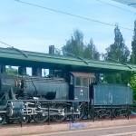 Luckia näyttää kiinnostavan kaikki vanha ja niinpä tämä Keravan rautatieasemalla eläkepäiviään viettävä höyryveturikin oli ikuistettava jälkipolvia varten.