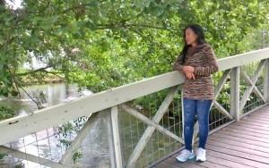 Luck ehti Suomessa muun tekemisen ohella myös katselemaan sulutusta Vääksyn kanavalla, tutkimaan vanhassa Vesijärven ja Päijänteen välisessä joessa uiskentelevia kaloja ja ehtipä tuo vielä Kanavaniemen muistomerkillekin.