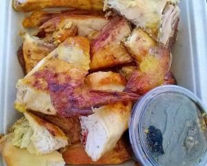 Phetchabunin kanan salaisuus on kastikkeessa. Perusannos on tässä ja siihen saa valita mieleisensä lisukkeet.