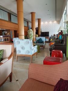 Hotellin aula on siisti - ja mielenkiintoinen.