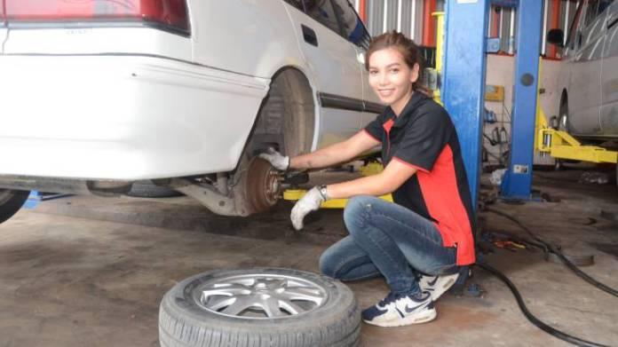 Jos ei renkaita osaa vaihtaa itse, niin sitten on aivan pakko mennä Phan pakeille.