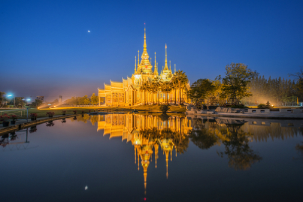 Kauniin ulkokuoren alta on paljastumassa ruma kavallus. Kuvan temppeli ei liity tapaukseen.