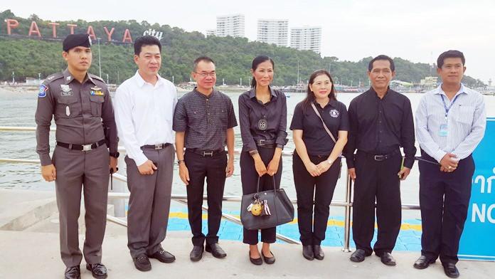 Mm. matkailusta vastaava ministeri Wattanavrangkul (keskimmäisenä) kävi tarkastamassa pattayan pelastus- ja järjestystoimen valmiustason.