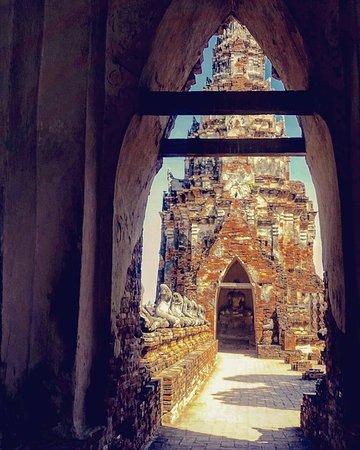 Chai Wattanaramin temppelialueelta voi vieläkin löytää kaikuja menneistä loiston päivistä.