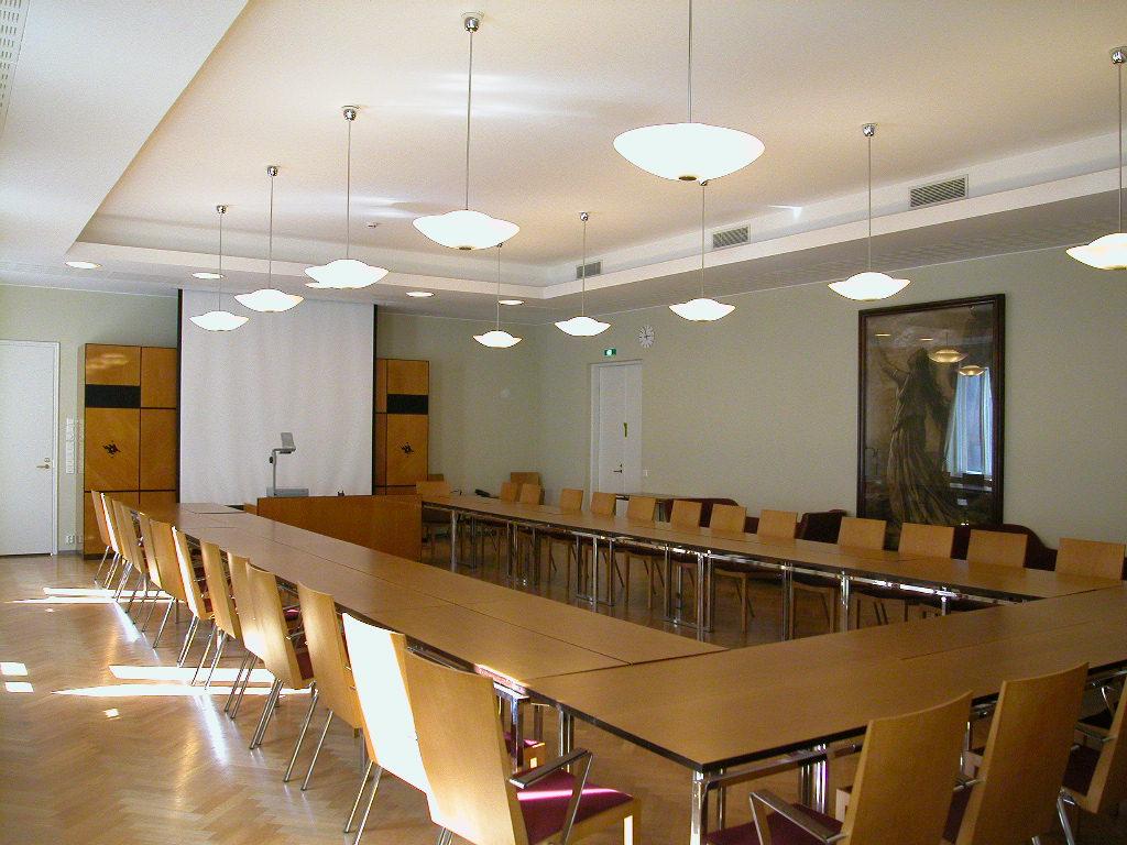 Helsingin yliopiston tiloissa järjestetään opiskelun ohella erilaisia seminaareja ja tapahtumia. Tiloja löytyy. Kuva Runeberg -salista.