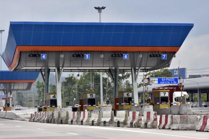 Viitisen kilometriä Pattayan ulkopuolella toivotetaan autoilija tervetulleeksi moottoritielle.