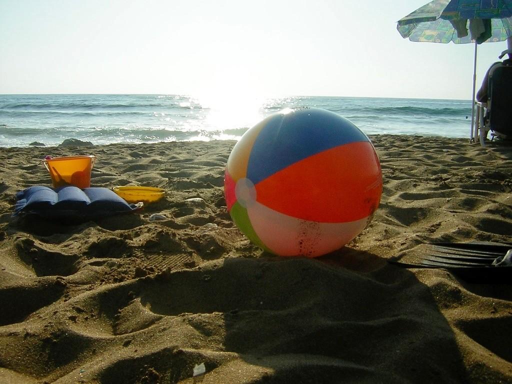 Ainakin Thaimaan rannoilla ne kaikkein kuumimmat alkuiltapäivän tunnit kannattaa ehkä sittenkin viettää varjossa?