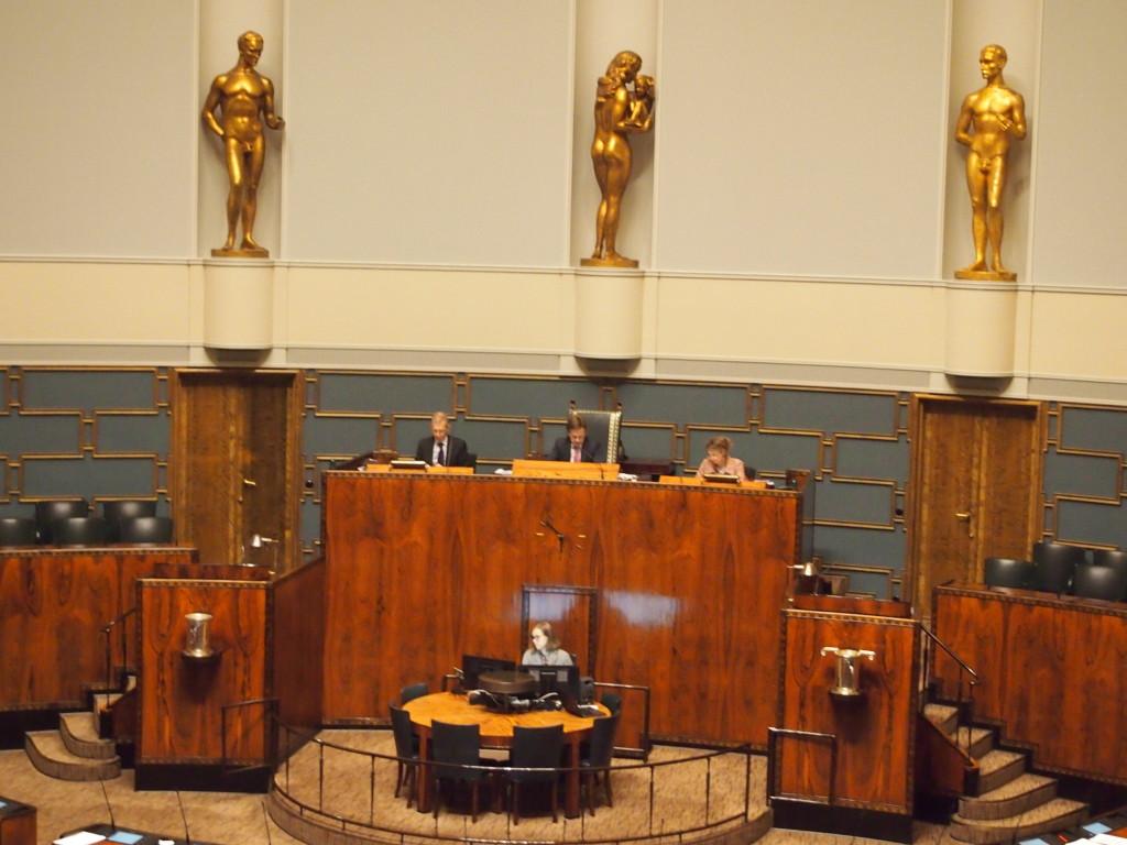 Suomi-Seuran meille toimittama kuva eduskunnan täysistunnosta.